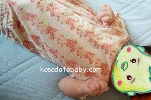 ボディースーツ肌着を着る(生後5ヶ月)
