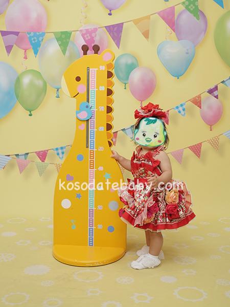 身長を計る子ども