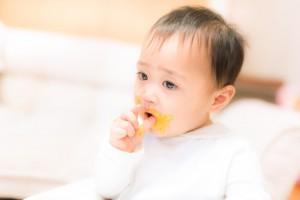 1歳歩き食べ