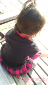 公園のベンチでおやつ
