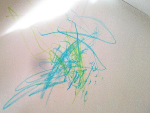 1歳半のお絵かき